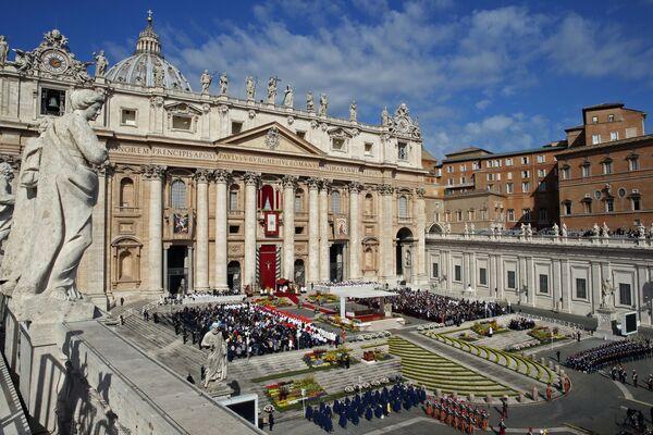 Papa Francesco celebra la Messa di Pasqua nella Basilica di San Pietro in Vaticano - Sputnik Italia