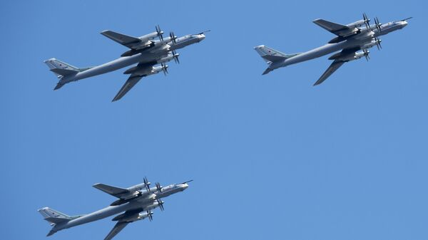 Bombardieri strategici missilistici Tu 95ms - Sputnik Italia