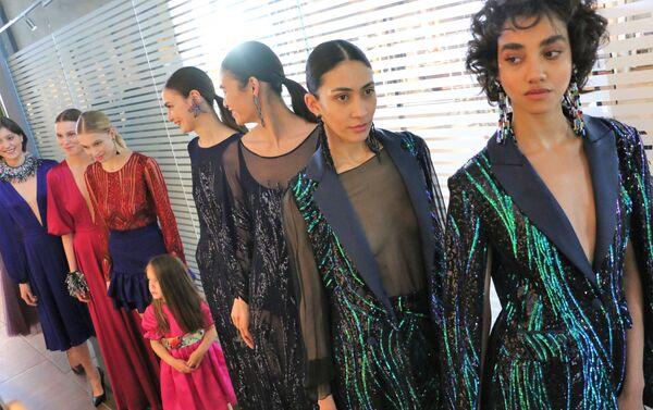 Le modelle prima della sfilata alla Settimana della Moda - Sputnik Italia