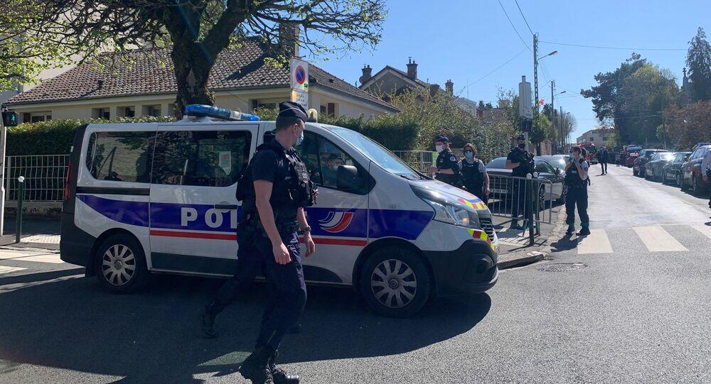 Il commissariato di Rambouillet dopo l'attacco con coltello