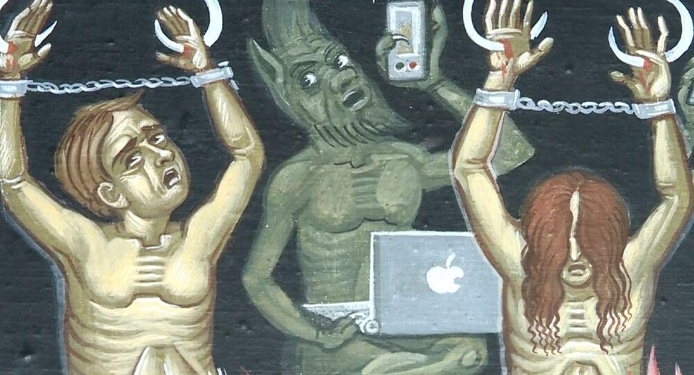 """Diavoletti con lo smartphone: in una chiesa russa affreschi con i """"nuovi peccatori di internet"""""""