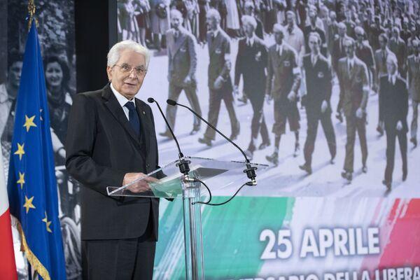 Il Presidente Sergio Mattarella durante la cerimonia in occasione del 76° anniversario della Liberazione. - Sputnik Italia