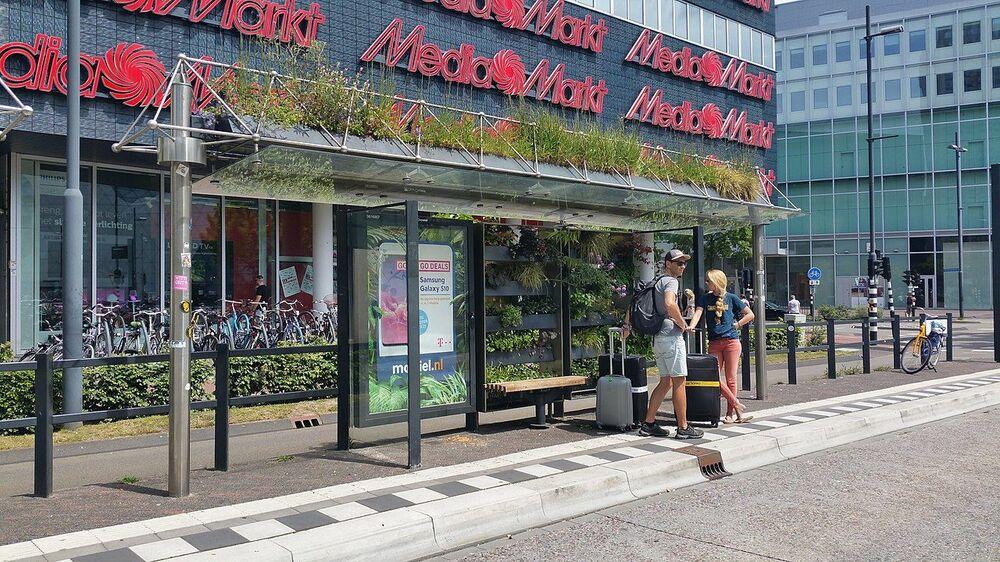La fermata dell'autobus nella città di Eindhoven, Paesi Bassi