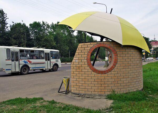 La fermata dell'autobus nella città di Vyazma, Russia - Sputnik Italia
