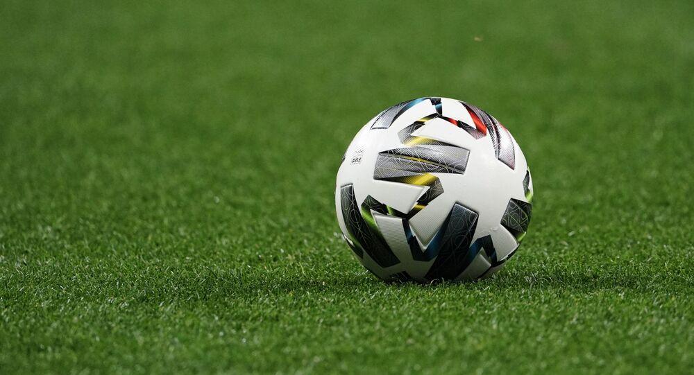 Palla in un campo da calcio