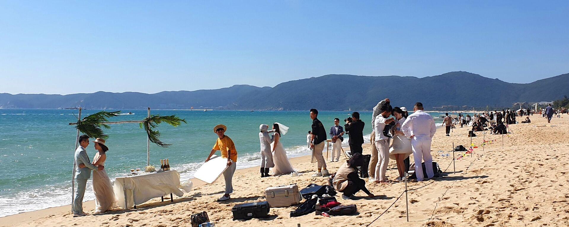 Matrimonio in spiaggia su un'isola cinese - Sputnik Italia, 1920, 07.06.2021