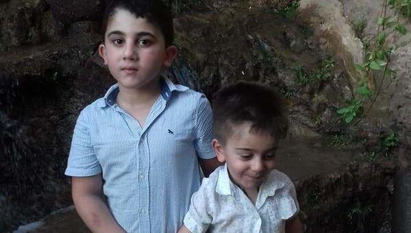 Il bambino Jad (a destra) - Sputnik Italia