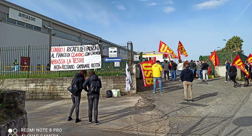 Sindacato Usb in presidio davanti ai cancelli dello stabilimento Amazon di Pomezia per il reintegro di un corriere licenziato dopo aver chiesto la sanificazione dei furgoni