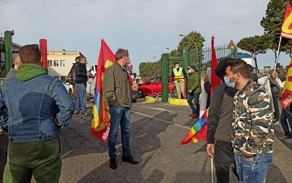 Presidio Usb davanti allo stabilimento Amazon di Pomezia - Sputnik Italia