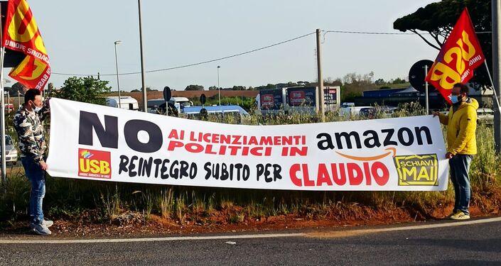 Sindacato Usb protesta davanti allo stabilimento Amazon di Pomezia