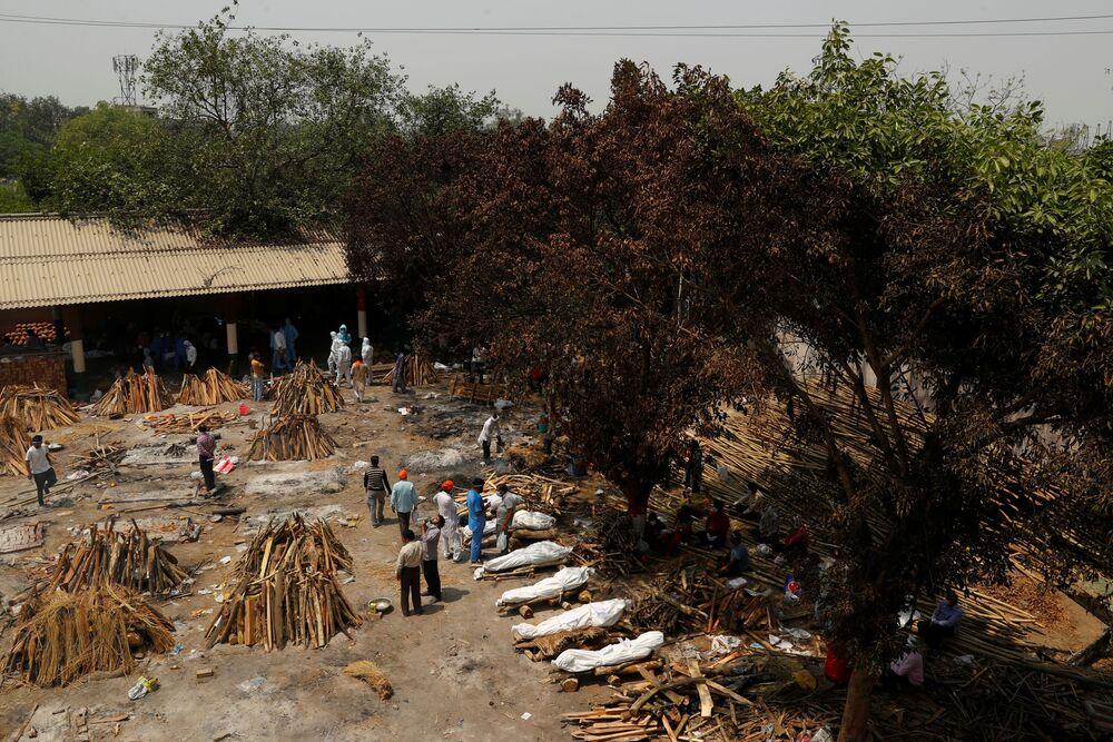 I cadaveri vengono cremati su pire funerarie all'aperto