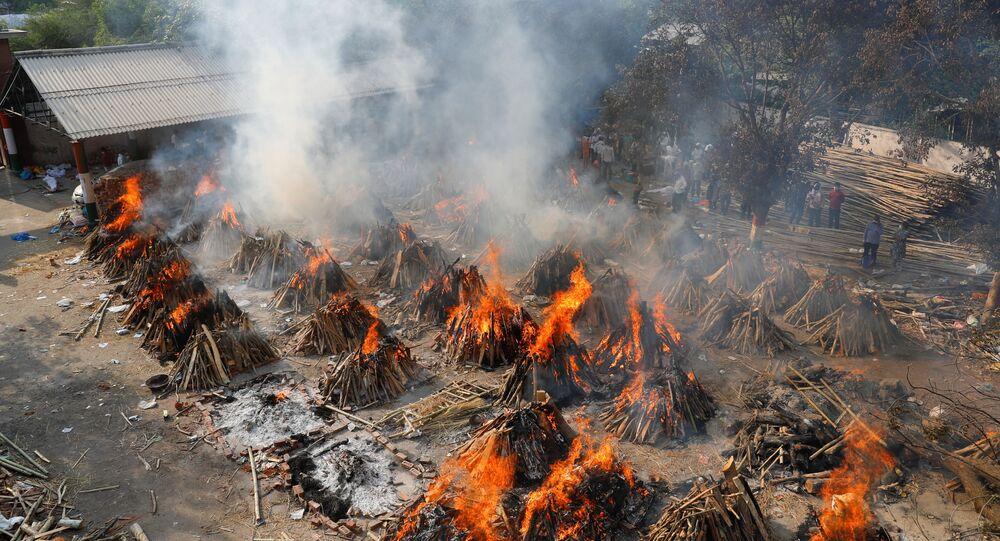 Cremazione delle vittime Covid, India