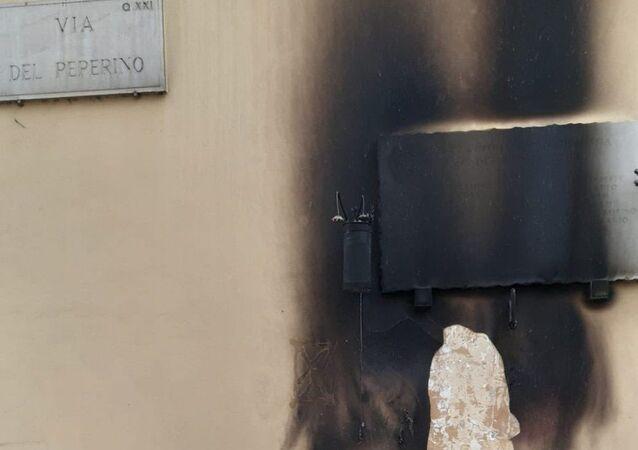 Roma, bruciata la lapide a Pietralata