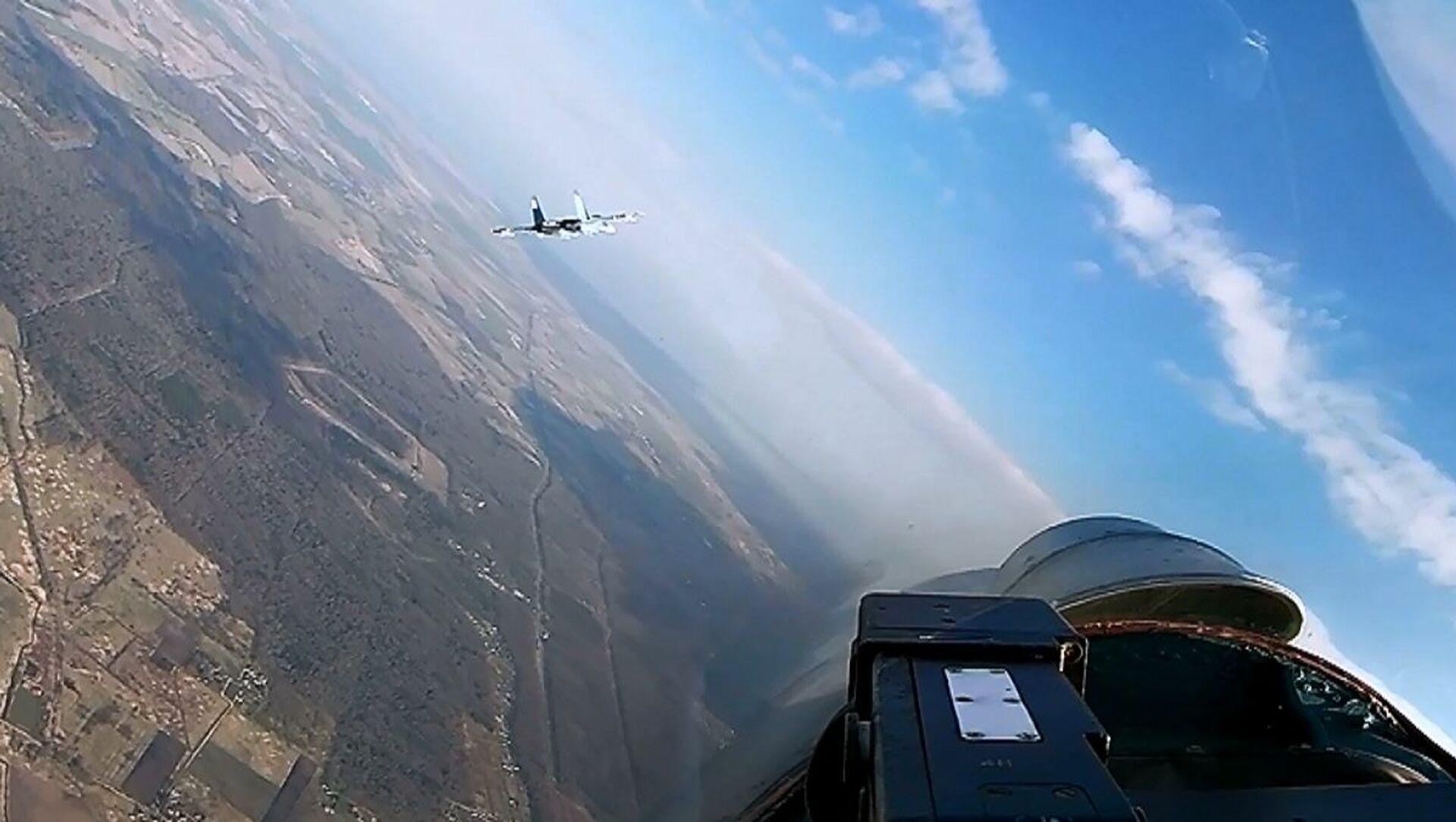 Esercitazione a difesa di strutture militari per i caccia Su-27  - Sputnik Italia, 1920, 28.04.2021