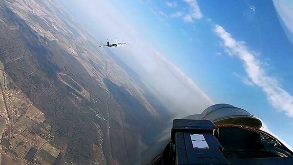Esercitazione a difesa di strutture militari per i caccia Su-27  - Sputnik Italia