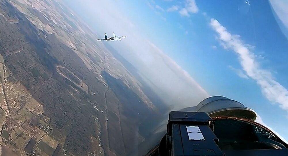 Esercitazione a difesa di strutture militari per i caccia Su-27