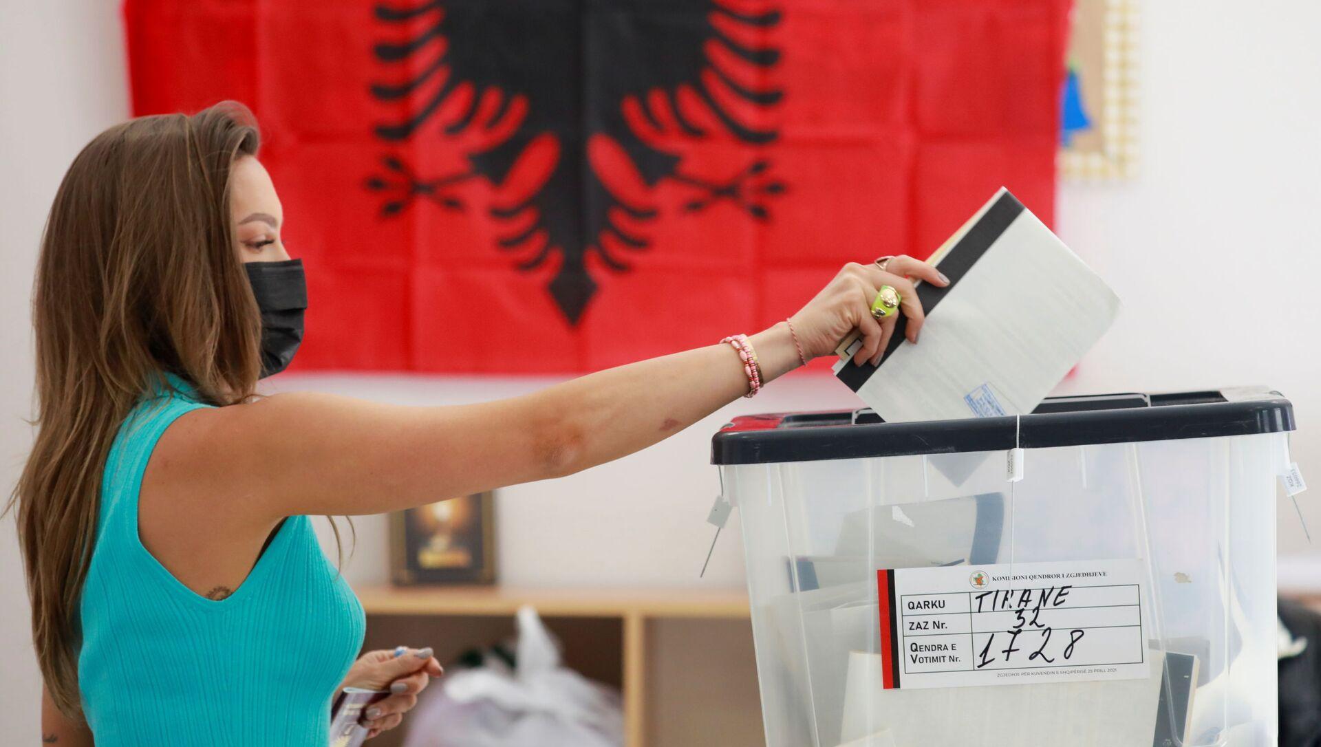 Голосование на парламентских выборах в Албании - Sputnik Italia, 1920, 27.04.2021
