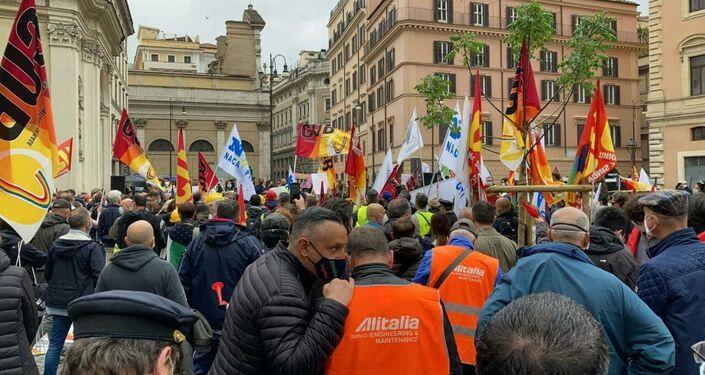 La manifestazione dei lavoratori Alitalia a Roma