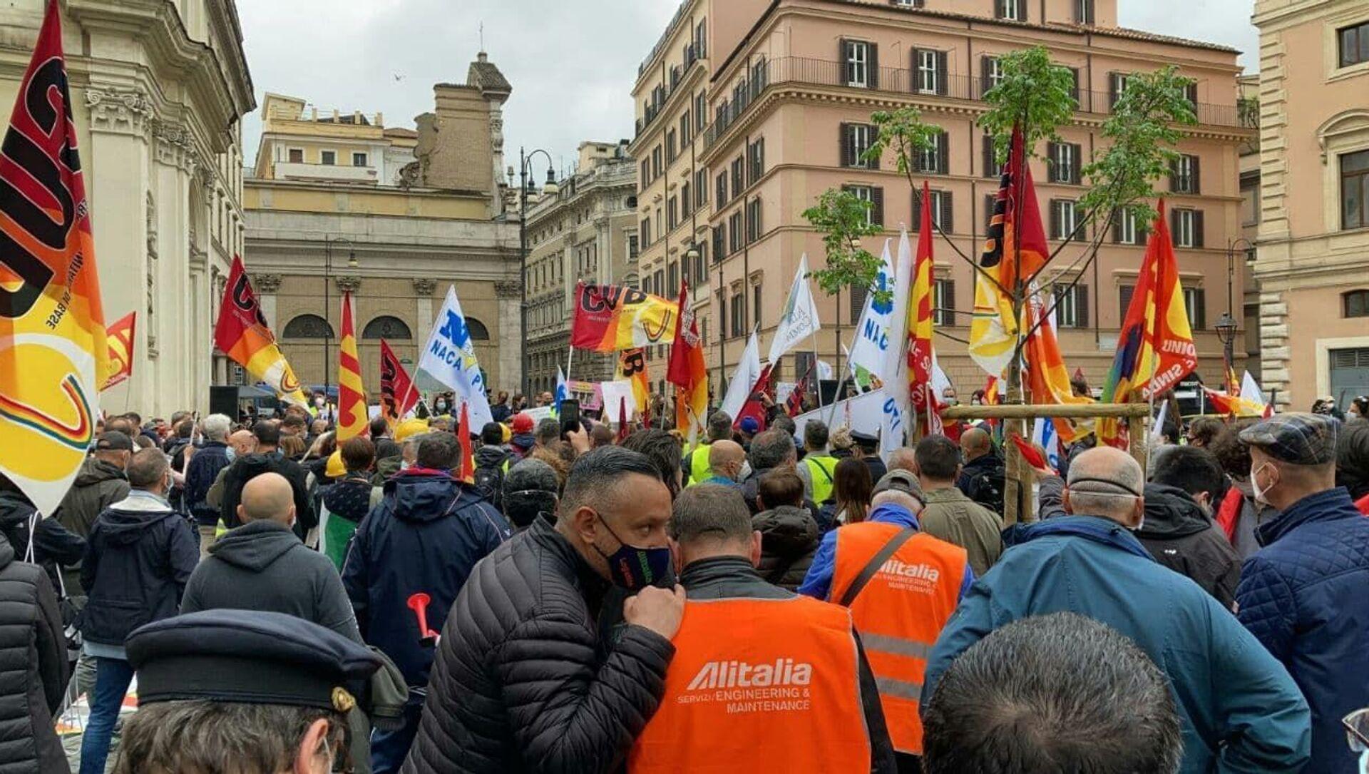 La manifestazione dei lavoratori Alitalia a Roma - Sputnik Italia, 1920, 05.05.2021