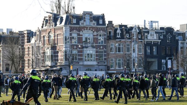 Police officers are seen, as people protest against the coronavirus disease (COVID-19) restrictions in Amsterdam, Netherlands, February 21, 2021. - Sputnik Italia