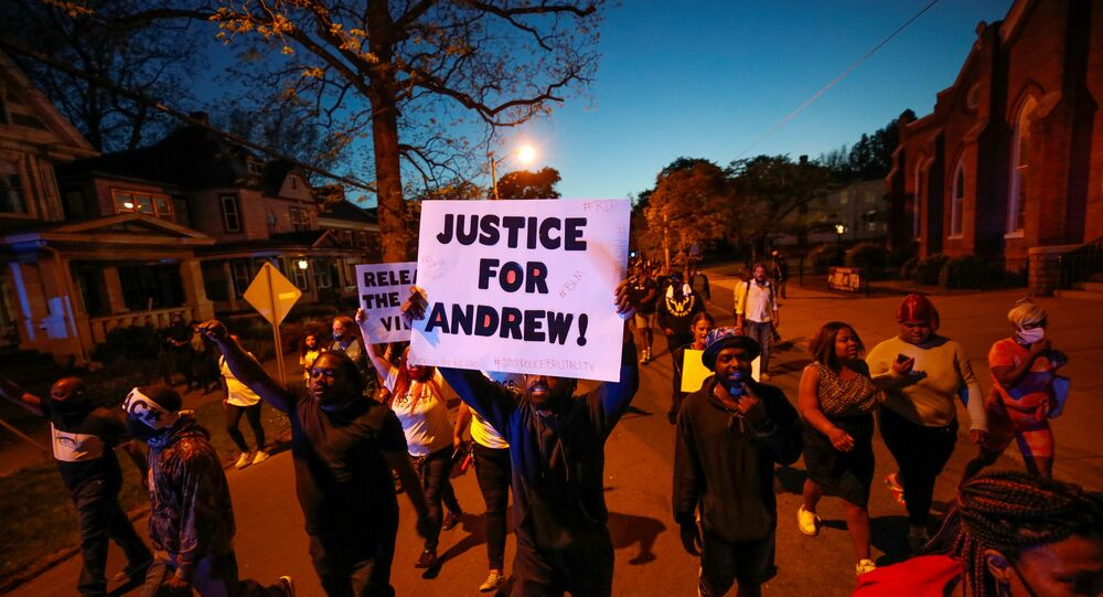 Proteste per chiedere giustizia per Andrew Brown