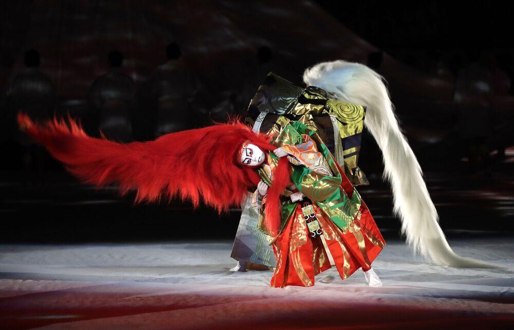 Gli artisti Kabuki prendono parte alla cerimonia di apertura della Coppa del Mondo di rugby a Tokyo, Giappone, venerdì 20 settembre 2019