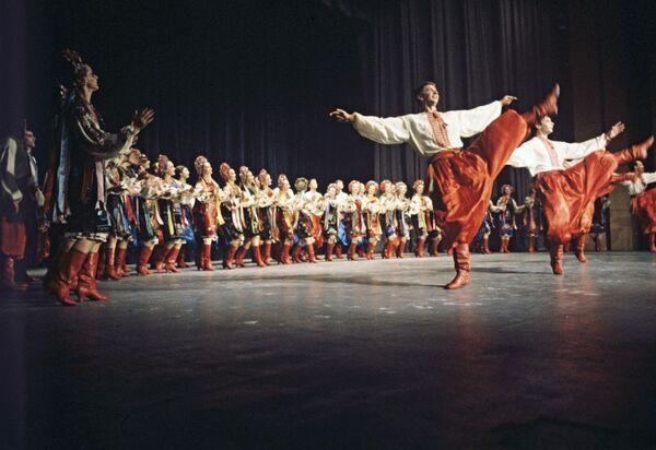 """Il """"Gopak"""" eseguito dal Balletto Nazionale Accademico Ucraino """"Pavel Virsky"""" - Sputnik Italia"""