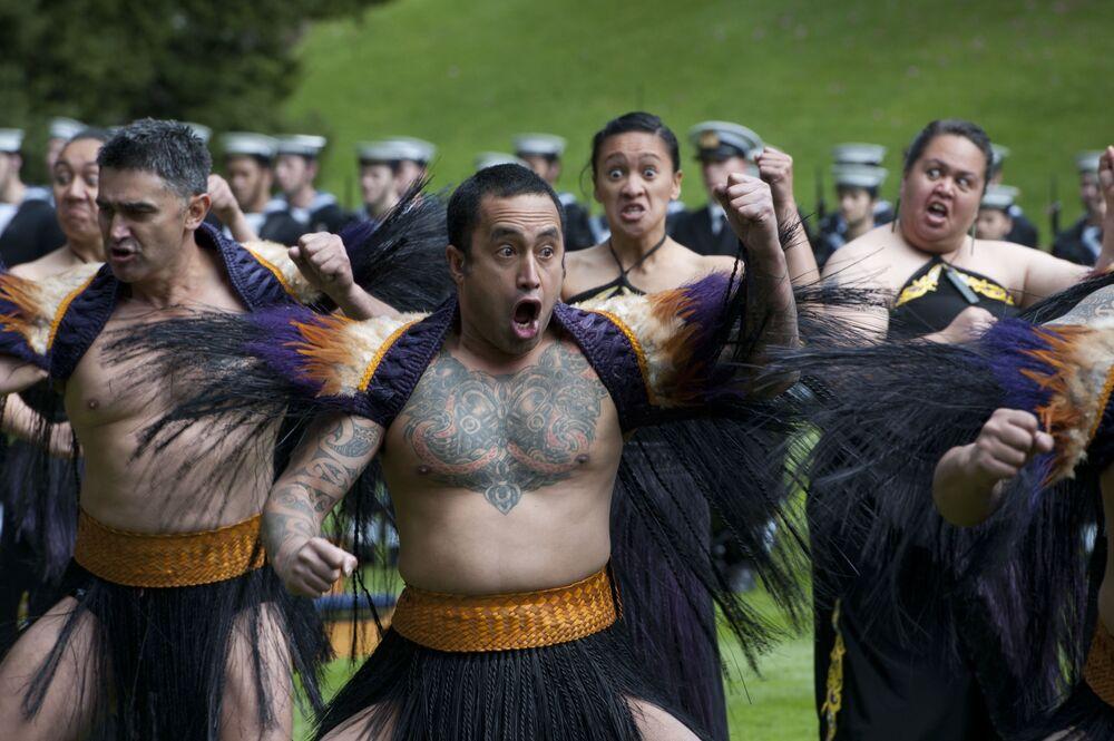 La Haka è una danza tipica del popolo Maori, l'etnia originaria della Nuova Zelanda, spesso considerata semplicemente, ma erroneamente, una danza di guerra