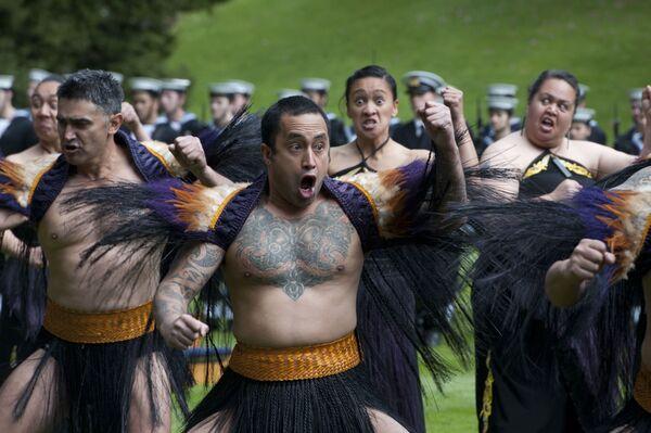 La Haka è una danza tipica del popolo Maori, l'etnia originaria della Nuova Zelanda, spesso considerata semplicemente, ma erroneamente, una danza di guerra - Sputnik Italia