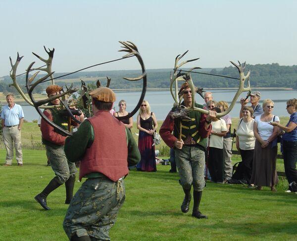 Abbots Bromley Horn Dance è una danza popolare inglese risalente al Medioevo. La danza si svolge ogni anno negli Abbots Bromley, un villaggio nello Staffordshire, in Inghilterra.  - Sputnik Italia