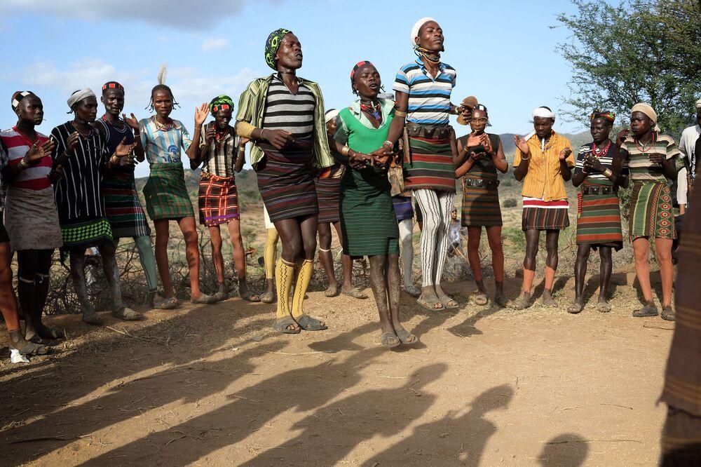 Danza tradizionale della tribù Hamer in Etiopia