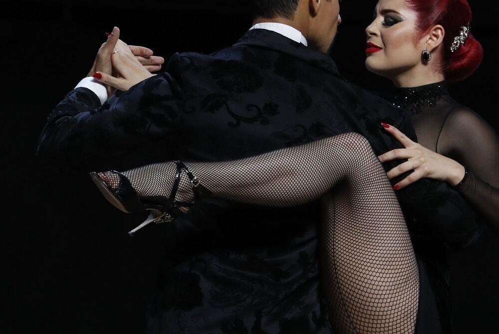 Andres Uran ed Estefania Arango si esibiscono durante l'annuale Campionato Mondiale di Tango a Buenos Aires, Argentina, mercoledì 21 agosto 2019