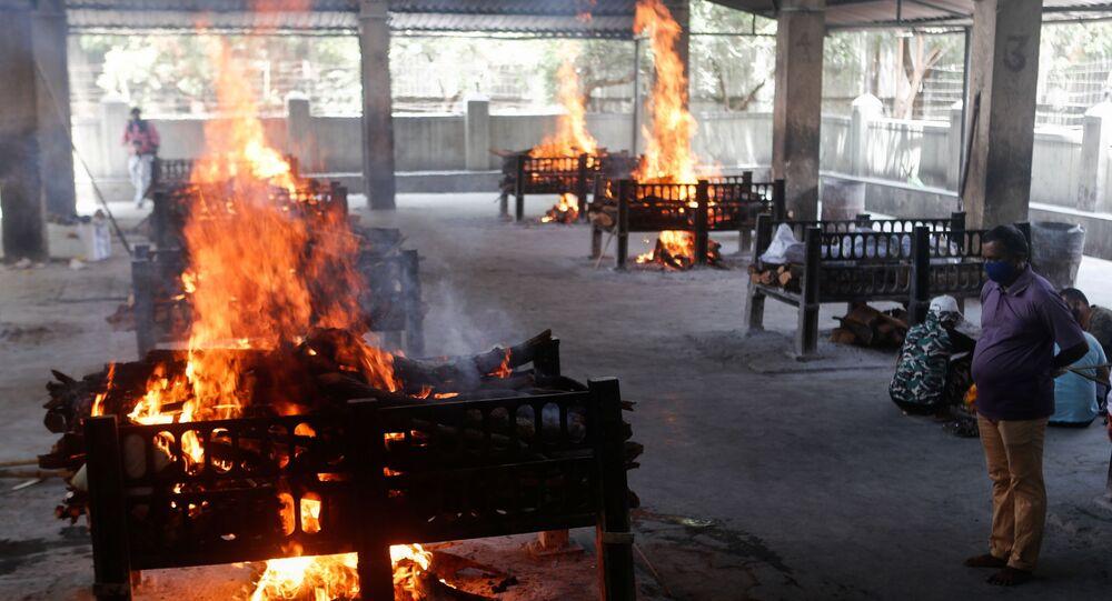 Corpi bruciati in India per emergenza coronavirus