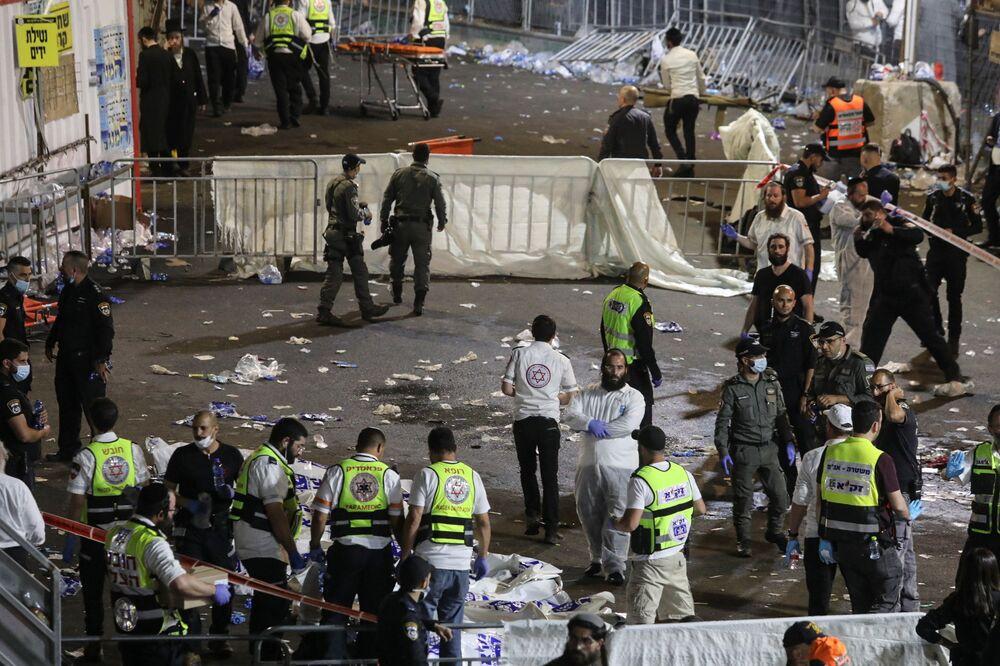 Allo stesso tempo, le Forze di Difesa Israeliane, che hanno inviato la loro squadra di soccorso sulla scena, hanno comunicato che è stato il tetto a crollare