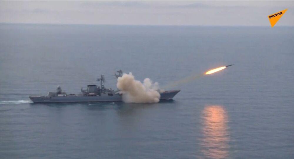 Incrociatore russo testa missile Vulkan nel Mar Nero