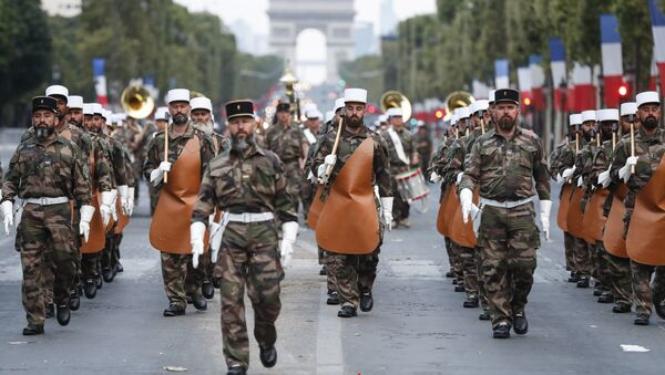 Soldiers of the French Foreign Legion parade on the Champs Elysees avenue during a rehearsal for Bastille Day, early Wednesday, July 11, 2018 in Paris - Sputnik Italia