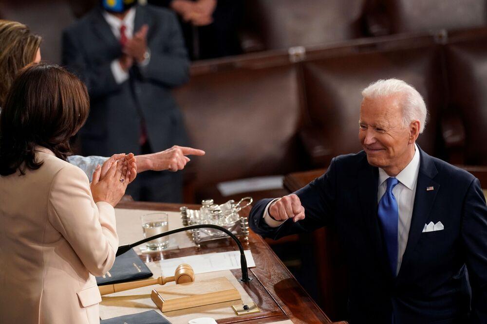 Il presidente Joe Biden nella sala della Camera dei rappresentanti degli Stati Uniti