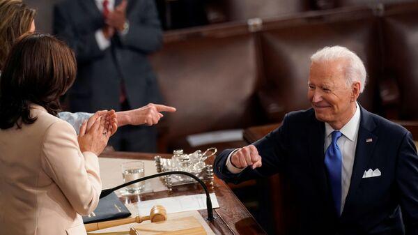Biden e Harris - Sputnik Italia