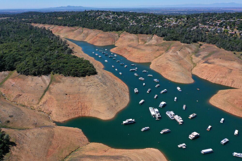 Le case galleggianti nel lago Oroville, California