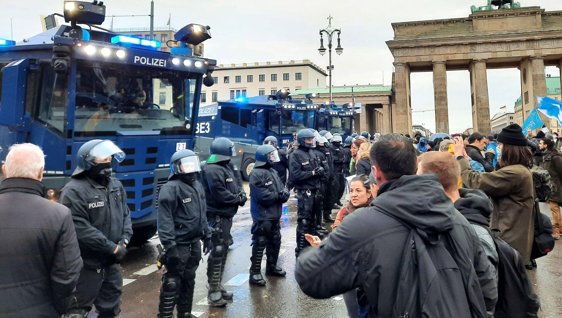 Proteste a Berlino - Sputnik Italia, 1920, 30.04.2021