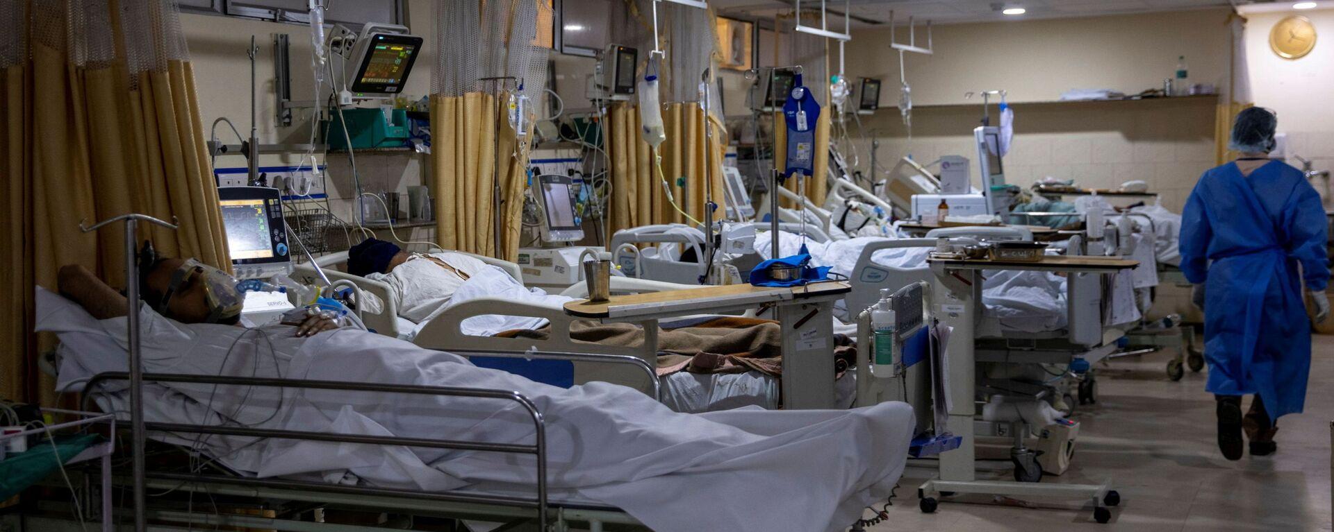 Malati di COVID-19 ricoverati nelle terapie intensive dell'ospedale Sacra Famiglia di Nuova Delhi in India - Sputnik Italia, 1920, 02.09.2021