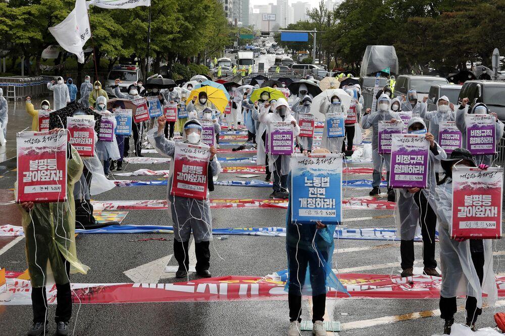 I membri della Confederazione dei sindacati organizzano una manifestazione in occasione del 1 maggio per chiedere migliori condizioni di lavoro e ampliare i diritti dei lavoratori, Seoul, Corea del Sud