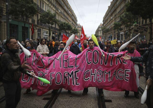 I lavoratori partecipano a una manifestazione in occasione della Giornata Internazionale del Lavoro, Marsiglia, Francia