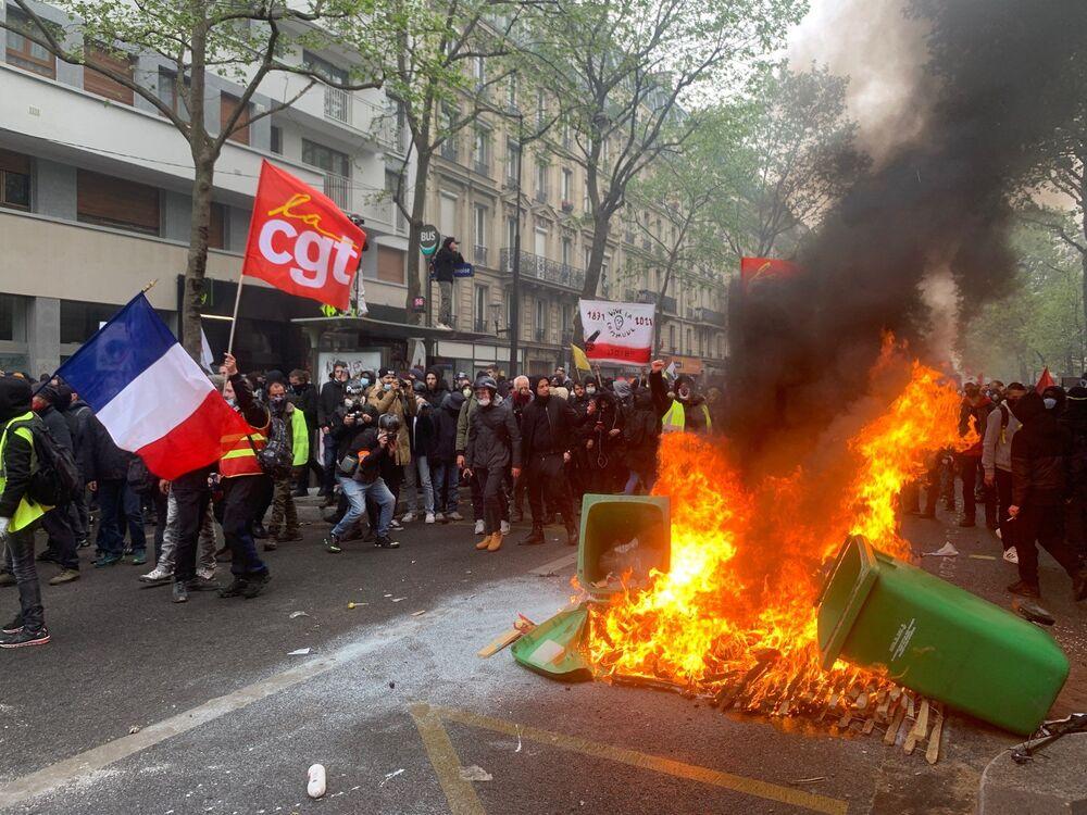 Scontri a Parigi nel corso della manifestazione del 1 maggio 2021