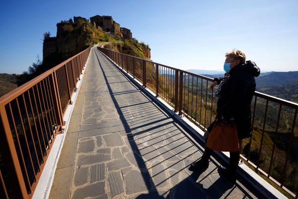 Il ponte che collega Civita di Bagnoregio alla terraferma - Sputnik Italia