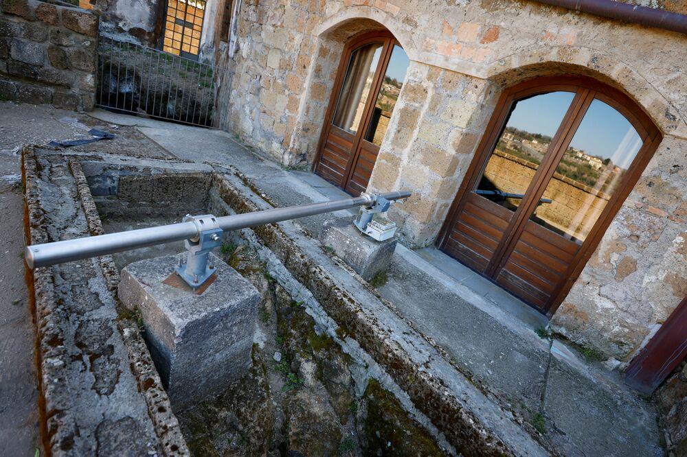 Estensimetro utilizzato per monitorare l'efficacia delle misure adottate per la conservazione della città di Civita di Bagnoregio