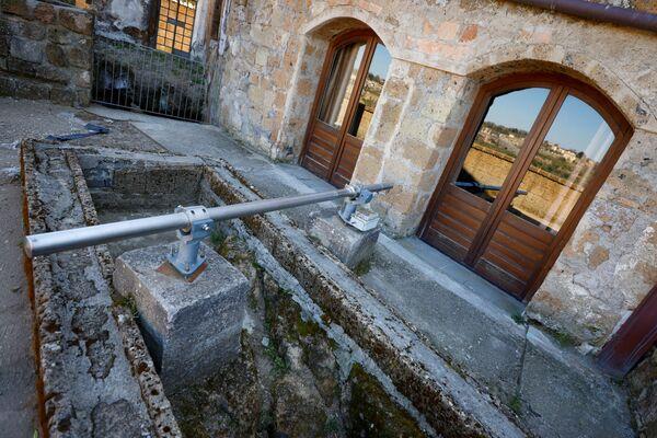 Estensimetro utilizzato per monitorare l'efficacia delle misure adottate per la conservazione della città di Civita di Bagnoregio - Sputnik Italia