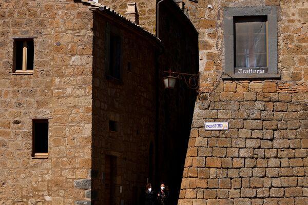 Un ristorante chiuso a Civita di Bagnoregio - Sputnik Italia