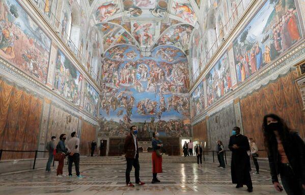 La gente visita la Cappella Sistina  - Sputnik Italia