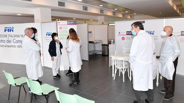 Hub Vaccinale Regione Lazio presso il Centro Federale FIN - Polo Acquatico Frecciarossa Ostia  - Sputnik Italia